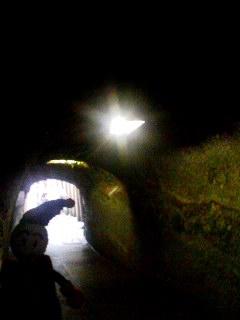 入り口はトンネル!