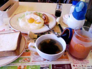走りきり、朝食中…